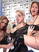 Eva Notty | evanotty.com |Eva Notty in Posing with Autumn and Gia